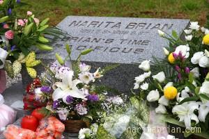100927_旧CBスタッド_ナリタブライアンのお墓